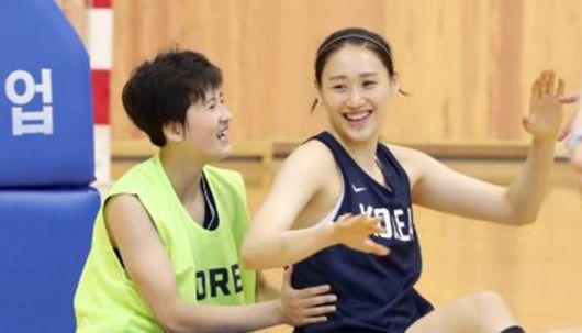여자 농구 남북 단일팀 첫 훈련 화기애애