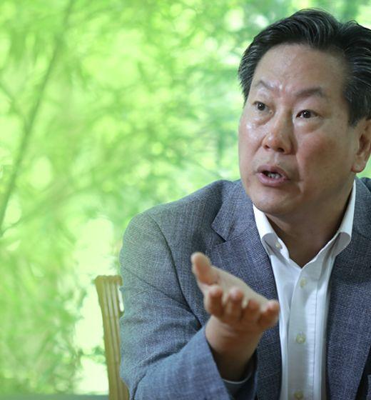 KOREA 단일팀 역대 11번째 공동 입장···기수는 남녀북남한국, 일본과 2위 다툼···'골든 선데이' 펜싱 등 첫 금 도전