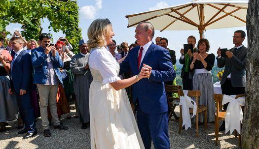 푸틴이 왜 오스트리아 외무장관 결혼식에?