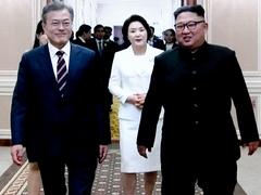 """문대통령·김정은 대화 중TV서 """"XX하네"""" 욕설 논란"""
