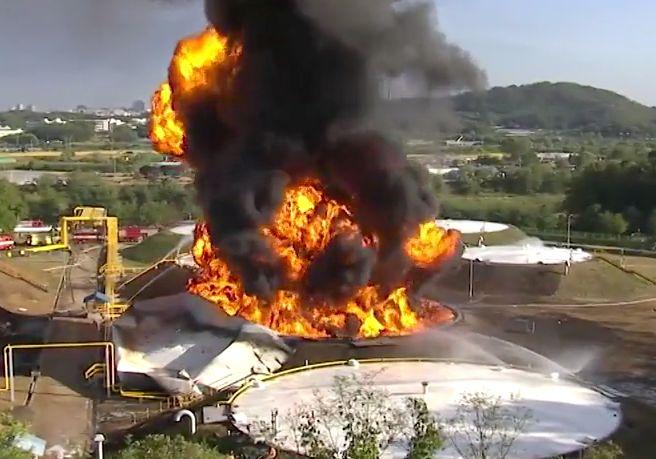 """""""기름탱크 폭발 매우 이례적""""  전문가들, 정전기 의심한다"""