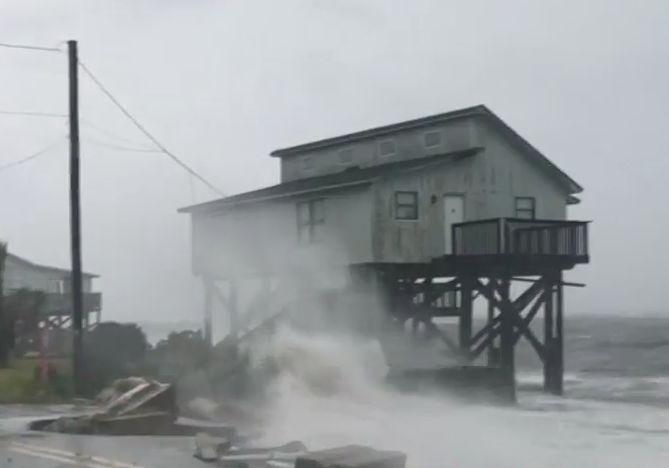 시속 250km 강풍, 30cm 폭우에 플로리다 해변 초토화