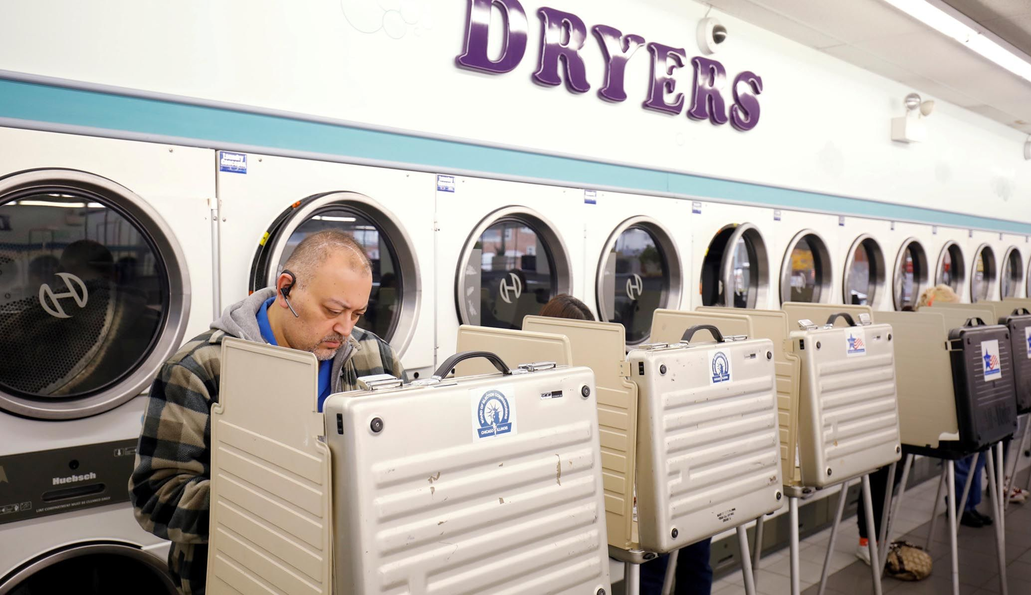 세탁소에 줄 서고...미 중간 선거 이색 투표소
