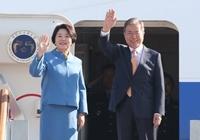 싱가포르 도착한 문 대통령, 5박 6일간 다자회의 참석