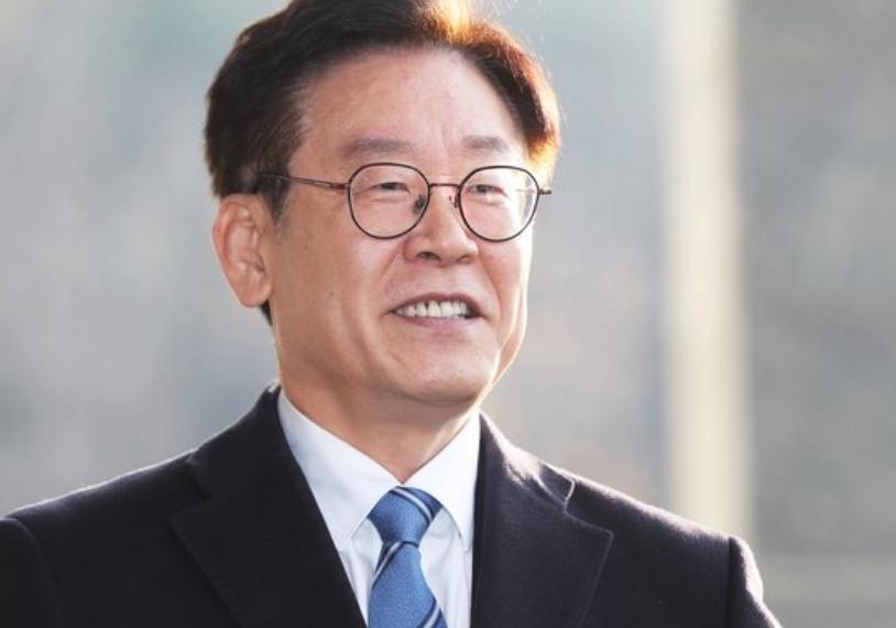 """이재명 경기지사 """"죄 없는 무고한 아내 끌어들이지 말라"""""""