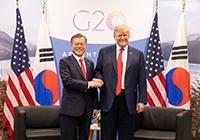 """文·트럼프 """"비핵화 전까지 제재…김정은 답방이 모멘텀 제공"""""""
