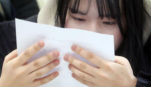 기쁨,실망,긴장,담담… 수능성적 받아든 고3