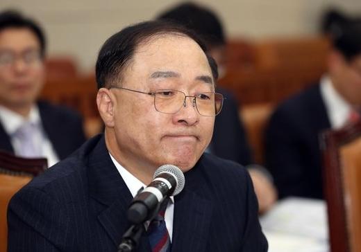 """홍남기, 최저임금 급격한 인상 시장에 충격...결정구조 개편 모색"""""""