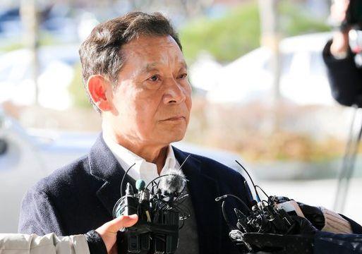 """윤장현 검찰 출석""""선거 이야기 나눈 적 없다"""""""