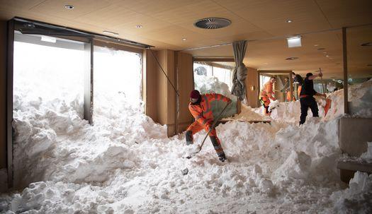 호텔 안에서 제설 작업? 폭설로 뒤덮힌 유럽