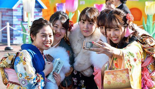 옷 한벌 위해 1년 동안 허리띠 졸라맨다. 화려한 일본의 성년식