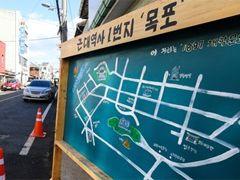 목포 문화재 거리 '큰손'과손혜원, 건물 보러 다녔다