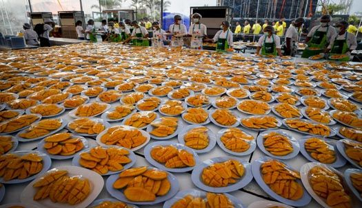 유커, 치맥파티 대신 방콕서 4500kg 망고파티 즐겨