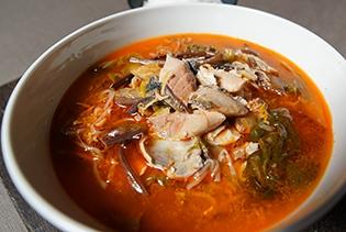 내륙의 섬 경북 영양서 만든 '영양만점' 생고등어 육개장