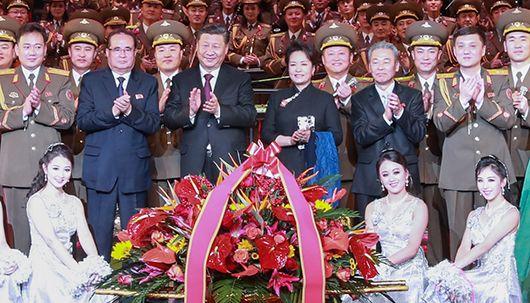 시진핑 북한 예술단 공연보고 기념촬영