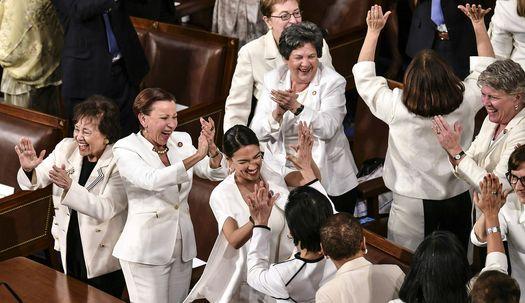 트럼프 연설에서 의원들이 흰옷 입은 이유?
