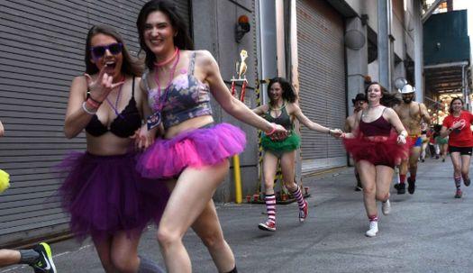 속옷 차림의 뉴욕커들이 도심을 내달린 이유?