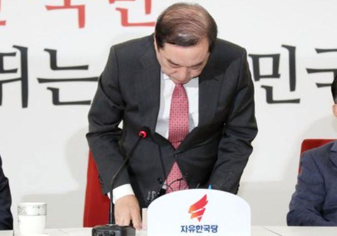 '5·18 망언'의 역습···김병준도 셀프 제소