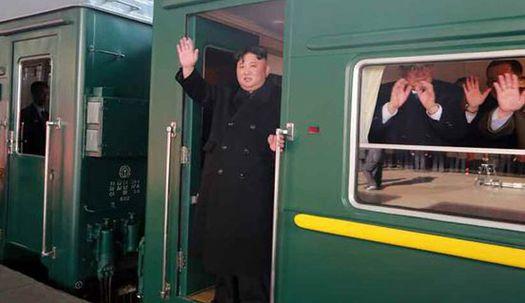 김정은, 김여정과 전용열차 타고 하노이로