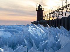 100만 개 푸른 얼음 조각 장관 이룬 미시간호