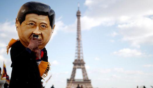 콧수염 붙이고 에펠탑 앞에 나타난 시진핑