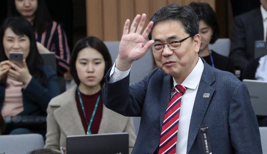 곽상도 의원이 국회에서 손 흔든 이유는?