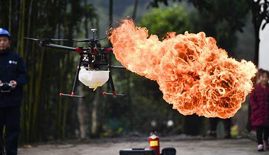 드론의 변신 어디까지…불 뿜고, 인명구조 활동