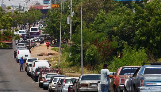 산유국인 베네수엘라서 주유 행렬이 1.6km?