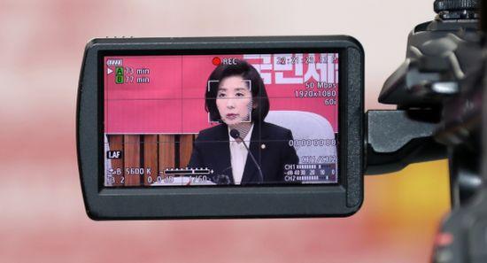 나경원, 원내대책회의서 '잘못된 만남' 비판