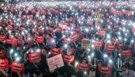 수천개 핸드폰 불로 켜진 '자유 홍콩'