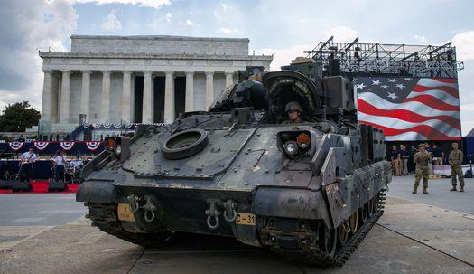 백악관 코앞에 M2 브래들리 장갑차가