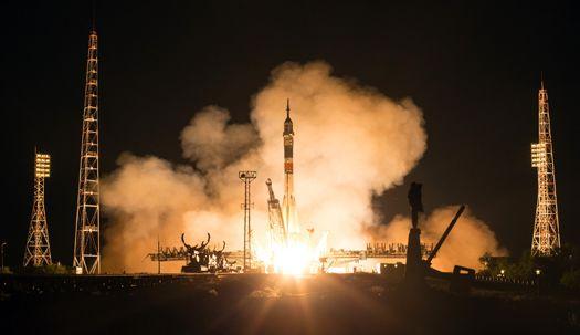 아폴로11호 50주년 기념일 우주로 간 로켓은?