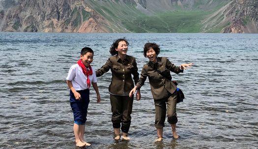 백두산서 기념사진 찍기, 北 관광사업 박차
