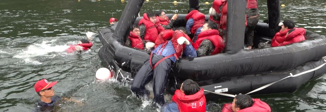 """""""육군 유격? 해군은 전투수영""""···천안함서 이렇게 살아남았다"""