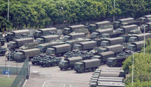 장갑차와 군용트럭 빼곡, 10분만에 홍콩 진입