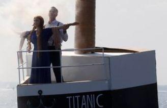 러시아에 타이타닉호 떴다손으로 만든 배 콘테스트