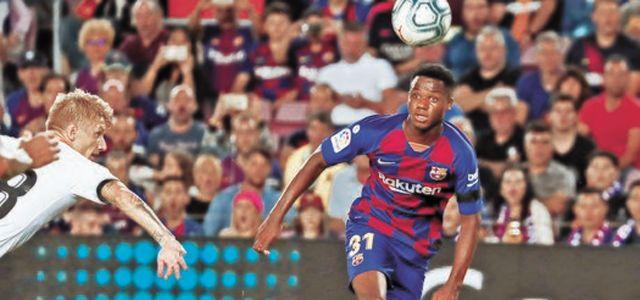 '축구의 신'을 넘어선바르셀로나 16세 골잡이 파티