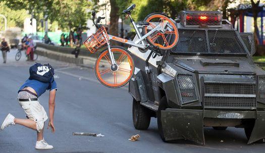 지하철 요금 인상 더는 못 참아, 칠레 산티아고 도심 격렬 시위