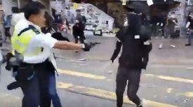 가슴 총 맞은 뒤 그대로 쓰러졌다···홍콩 경찰, 또 실탄 발사