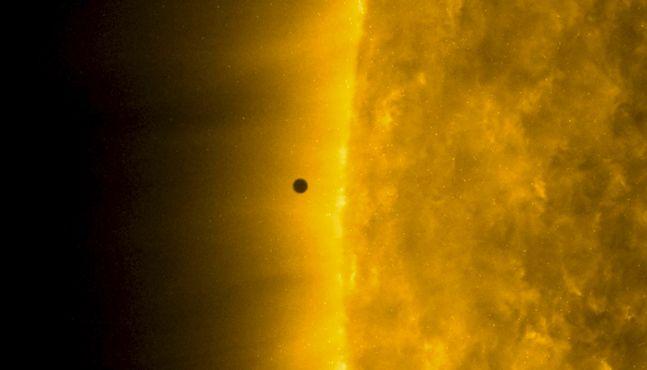 태양 앞 지나가는 수성, 100년에 13번 관측 '미니 일식'