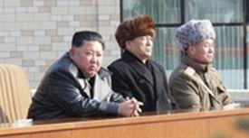 김정은, 1년여만에 완공한 양덕온천지구 방문