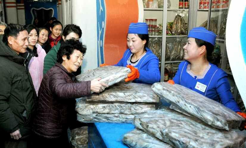 김장은 국무위원장, 연말을 맞아 평양 시민에게 바다향기 선물