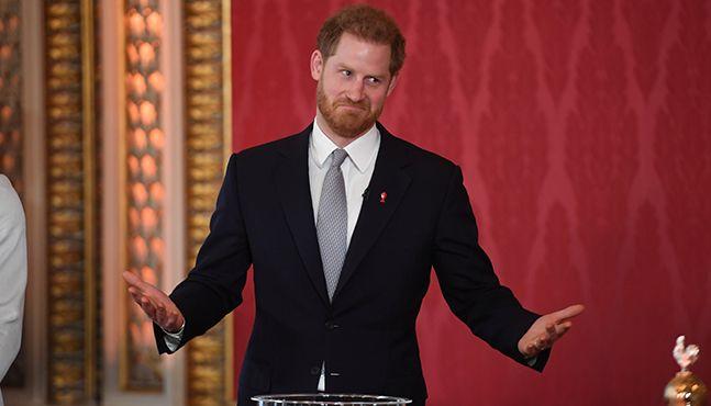英 해리왕자 '멕시트(Megxit)' 뒤 첫 공식행사, 미래 질문엔 대답 없이 웃음만