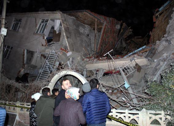 규모 6.8 강진 덮친 터키 동부···최소 21명 사망 1000여명 부상