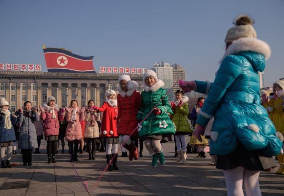 김일성광장에서 줄넘기하고, 연 날리고···北 음력설 모습