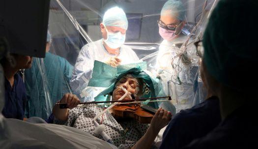 뇌 수술 받으며 바이올린 연주가 가능할까?