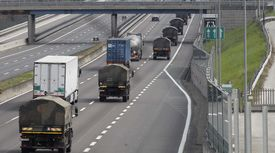 코로나19로 하루 사망자 969명…희생자 관 옮기는 이탈리아 군 트럭 행렬 이어져