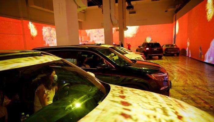 이젠 미술관도 '드라이브-인', 코로나가 바꾼 문화 생활