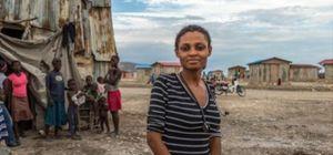 '진흙쿠키'먹던 아이티 아이, 의사가 되다