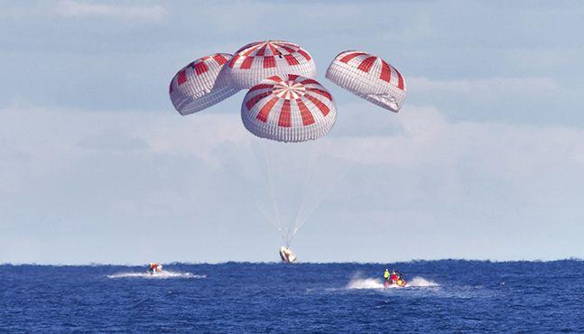 스페이스X 캡슐 해상 귀환 성공…민간 우주선 타고 우주 왕복 여행 성공